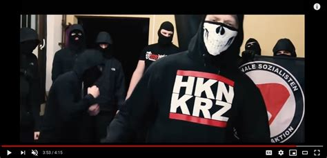 """Zeise im Video als MicRevolt zum Lied """"Antidemokrat"""""""